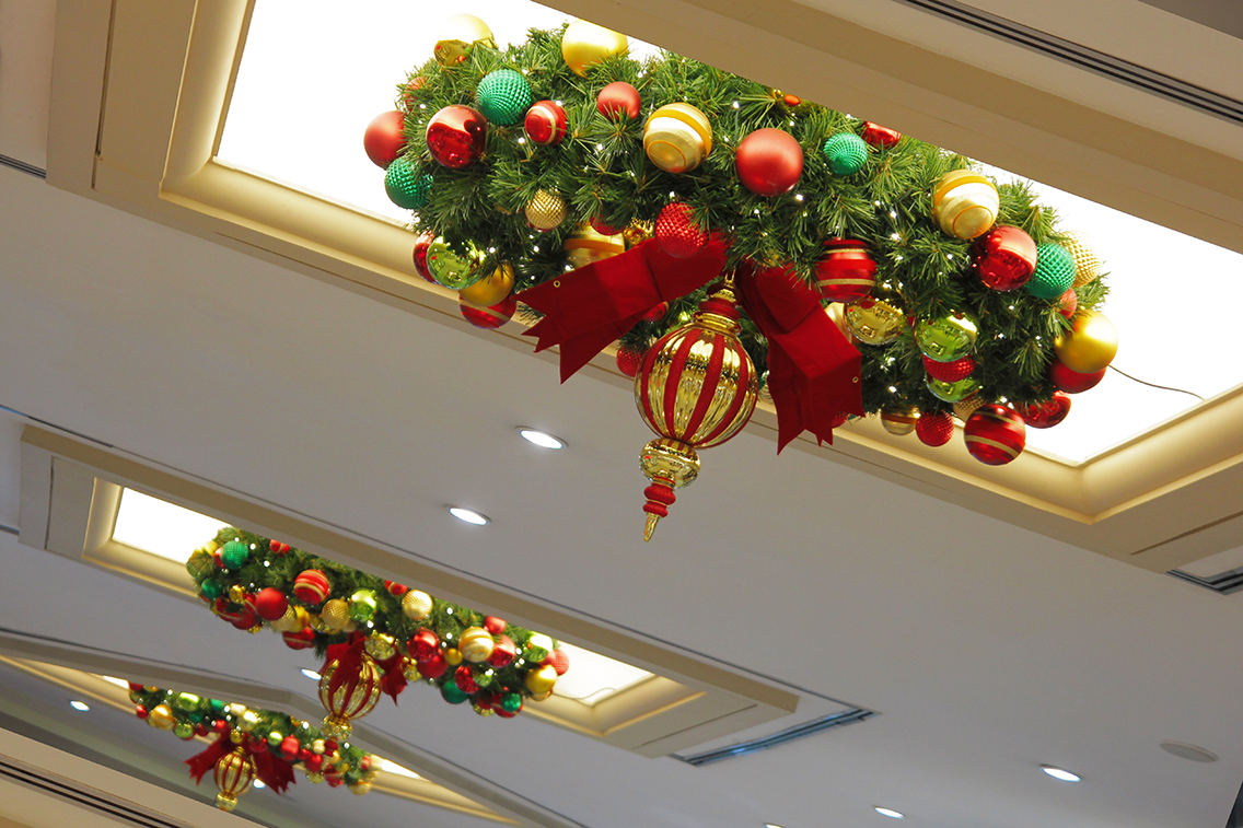 Large Outdoor Commercial Christmas Wreaths